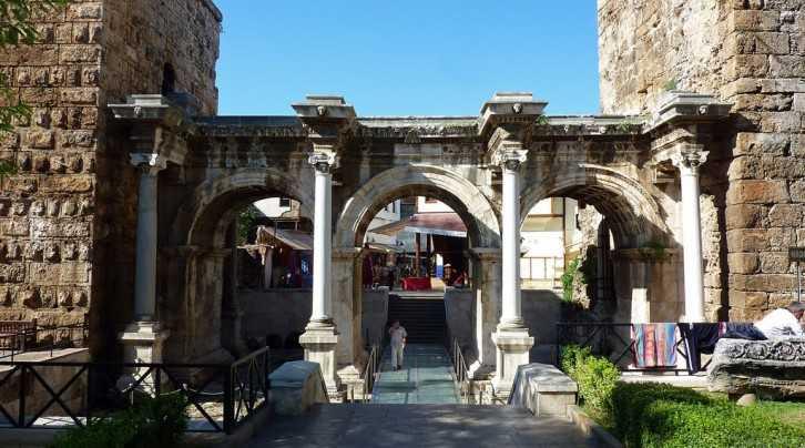Üç Kapılar Muratpaşa